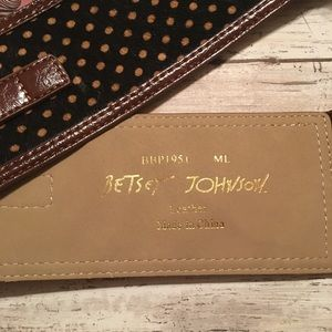 Betsey Johnson Accessories - NWT Betsey Johnson blk/beige leather /elastic belt